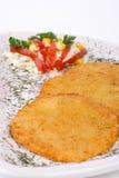 De Pannekoek van de aardappel/de Cake van het Rooster op geïsoleerdee plaat Royalty-vrije Stock Fotografie