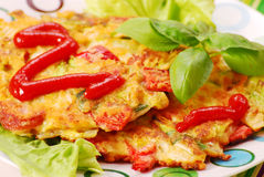 De pannekoeken van groenten met kool Royalty-vrije Stock Fotografie