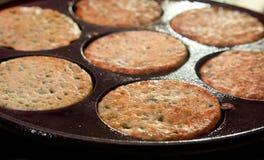 De pannekoeken van netels, Skandinavisch traditioneel voedsel Royalty-vrije Stock Afbeeldingen