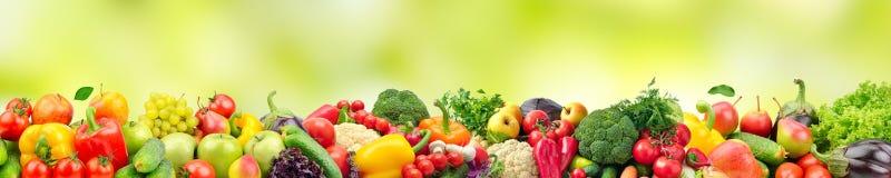 De panoramische brede foto gezonde en nuttige groenten en de vruchten zijn royalty-vrije stock afbeelding