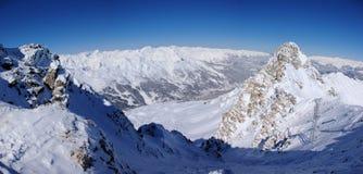 De panoramische mening van de de winterberg stock foto's