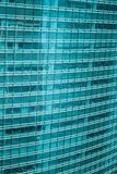 De panoramische moderne luchtmening van de stadshorizon van gebouwen in financiële ruimte op Tokyo en de levendige blauwe lichten stock foto