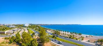 De panoramische vogelmening van Antalya en Mediterrane zeekust en is royalty-vrije stock fotografie