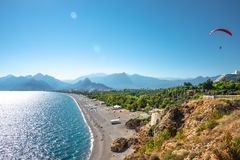 De panoramische vogelmening van Antalya en Mediterrane zeekust en is royalty-vrije stock foto's