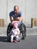 De Papa en de Dochter van de rolstoel Stock Afbeeldingen