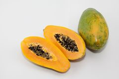 De papaja en de papajazaden stock fotografie