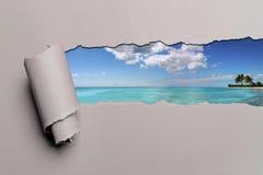 De papel rasgada con el fondo del Caribe Fotos de archivo
