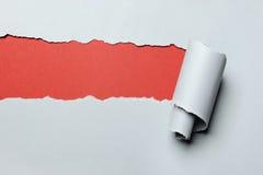 De papel rasgada con el fondo rojo Imagen de archivo