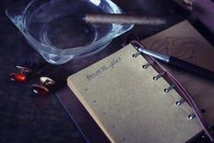 De papel retros esvaziam e os objetos encerram o charuto da corda Fotografia de Stock