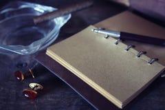 De papel retros esvaziam e os objetos encerram o charuto da corda Fotografia de Stock Royalty Free