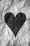 De papier chiffonné avec le coeur noir Image stock
