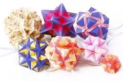 De papier-gemaakte ballen van de origami kusudama in samenstelling Royalty-vrije Stock Foto