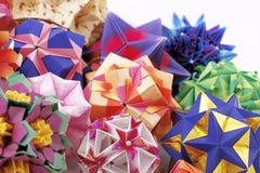 De papier-gemaakte ballen van de origami kusudama in samenstelling Royalty-vrije Stock Afbeelding