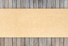De papier réutilisé sur les milieux en bois Images libres de droits