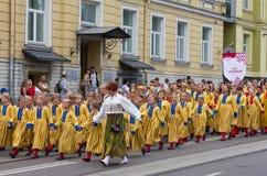 De parade van de Viering 2011 van het Lied en van de Dans Stock Afbeeldingen