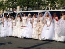 de ?parade van fiancees? is in Kharkov (de Oekraïne) Royalty-vrije Stock Foto's