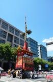 De parade van het Gionfestival in de zomer, Kyoto Japan Stock Fotografie