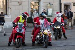 de parade van Santa Clauses op motorfietsen Stock Foto