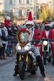 de parade van Santa Clauses op motorfietsen Royalty-vrije Stock Fotografie