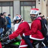 de parade van Santa Clauses op motorfietsen Stock Foto's