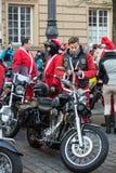 de parade van Santa Clauses op motorfietsen Royalty-vrije Stock Foto's