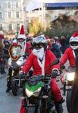 de parade van Santa Clauses op motorfietsen Stock Fotografie