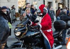de parade van Santa Clauses op motorfietsen Royalty-vrije Stock Foto