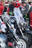 De parade van Santa Clauses op motorfietsen rond het Belangrijkste Marktvierkant in Krakau Royalty-vrije Stock Foto