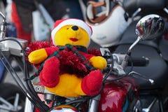 De parade van Santa Clauses op motorfietsen rond het Belangrijkste Marktvierkant in Krakau Stock Foto