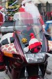 De parade van Santa Clauses op motorfietsen rond het Belangrijkste Marktvierkant in Krakau Royalty-vrije Stock Afbeelding