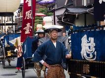 De parade van Takayamaautumn festival op stadsstraten Stock Afbeelding