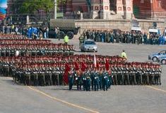 De paraderepetitie van de overwinning: infanterie vormingen Stock Afbeeldingen