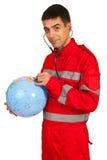 De paramedicus onderzoekt wereldbol Stock Fotografie
