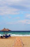 De paraplu en de bedden van het strand Royalty-vrije Stock Foto
