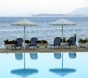 De paraplu's van het strand bij het Overzees Royalty-vrije Stock Afbeeldingen