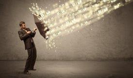 De paraplu van de bedrijfsmensenholding tegen het concept van de dollarregen Royalty-vrije Stock Afbeelding