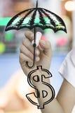 de paraplu van de handtekening en grafisch dollarteken Stock Foto
