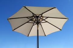 De paraplu van het terras Stock Afbeelding