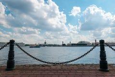 De parkmening van Peter en Paul Cathedral-eiland in St. Petersburg, Rusland royalty-vrije stock foto