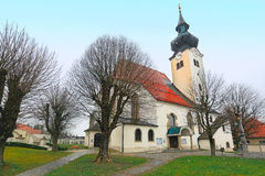 De parochiekerk van St Gallus in de gemeente Schoerfling oostenrijk royalty-vrije stock afbeeldingen