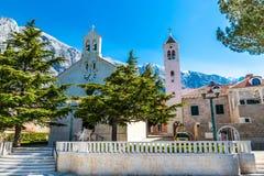 De Parochiekerk van St nikola-Baska Voda, Kroatië stock afbeelding