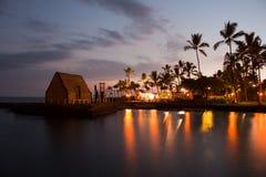 De partij Luau van het strand in Hawaï na zonsondergang Stock Foto