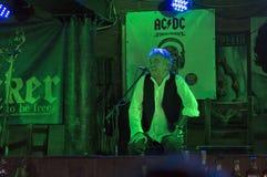 De Partij van de de Verjaardagsverjaardag van Dan McCafferty zeventigste in Dokwerkerbar in Kiev, de Oekraïne op 09 Oktober, 2016 Royalty-vrije Stock Afbeelding
