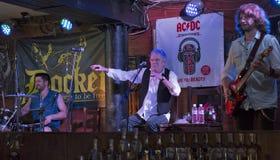 De Partij van de de Verjaardagsverjaardag van Dan McCafferty zeventigste in Dokwerkerbar in Kiev, de Oekraïne op 09 Oktober, 2016 Stock Foto