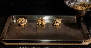 De Partij van de eindemotie van Chocolade Chip Cookies Being Baked stock footage
