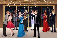De partij van de nieuwjaarvooravond binnen stock afbeeldingen