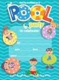 De partij van de pool De kaart van het uitnodigingsmalplaatje Jonge geitjespret in pool Royalty-vrije Stock Fotografie