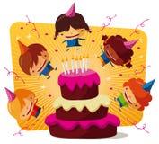 De partij van de verjaardag - grote chocoladecake Royalty-vrije Stock Foto's