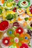 De Partij van de verjaardag met fruitgelei Stock Afbeeldingen