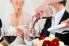 De partij van het huwelijk bij diner Stock Fotografie